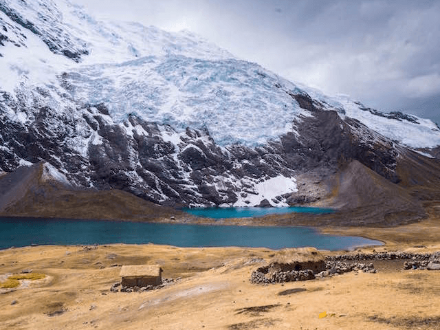 lake alpacas ausangate trek